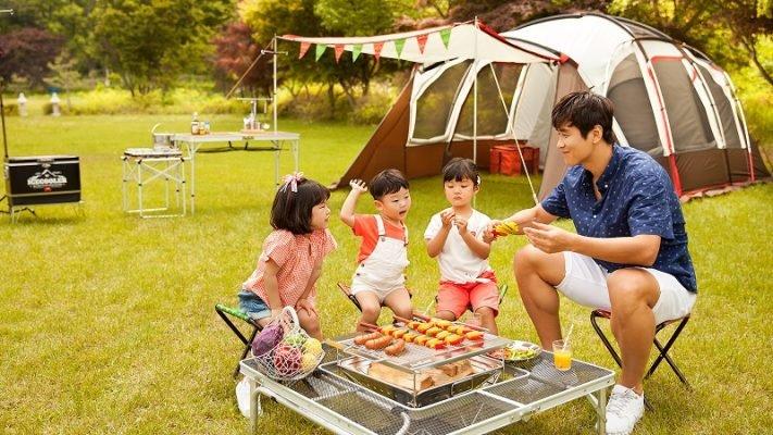 Bạn hãy hỏi trẻ nhỏ thích ăn món gì nhất khi đi cắm trại